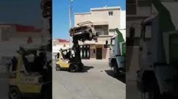 جماعة اكادير تشن حملة على السيارات المهمولة في الشارع
