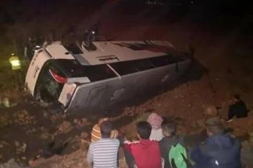 فيديو: انقلاب حافلة لنقل المسافرين يخلف 12 قتيلا وأزيد من 20 جريح