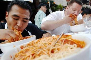 هذه هي الأخطار التي تواجه الأشخاص الذين يأكلون بسرعة