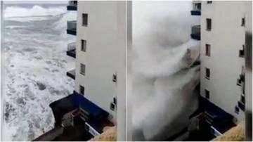 شاهد..موجات عالية تدمر شرفات المنازل بجزيرة تينريفي قبالة المغرب
