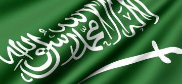 علم السعودية يرفرف بملهى ليلي