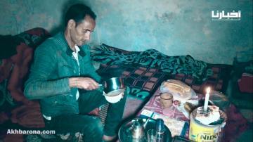 بدون ماء ولا كهرباء.. مواطن يعيش بمنزل مهترئ وسط مدينة أكادير