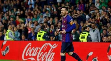 """برشلونة يستعيد الصدارة بفضل """"هاتريك"""" ميسي"""
