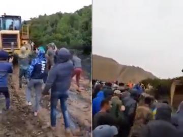 مواطنون يقطعون طريق آليات شركة لإحداث مقلع لاستخراج الحجارة نواحي الفحص أنجرة