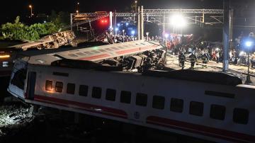 قطار ينحرف عن السكة في تايوان يخلف 18 قتيلا على الأقل