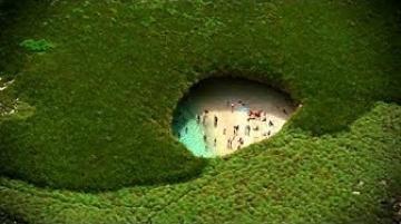 أغرب 10 شواطئ متفردة حول العالم