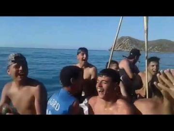 """شباب حاركين لـ """" إسبانيا """" بالدقة المراكشية"""