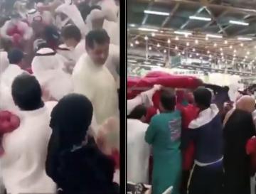 الكويت: ازدحام وتدافع الناس في الأسواق لشراء البصل في ظل أزمة كورونا