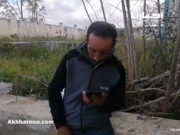 مواطن مغربي تقطعت به السبل يعثر على أهله.. مشهد مــؤثر جدا