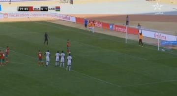 شاهد..فيصل فجر يهدر ضربة جزاء بطريقة غريبة أمام غامبيا
