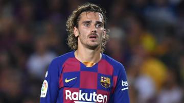برشلونة يعلن غياب نجمه غريزمان بسبب الإصابة