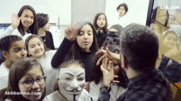 عرض مسرحي يعالج تأثير وسائل التواصل على مستوى التلاميذ داخل المدرسة
