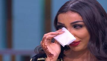 دنيا بطمة تنهار بالبكاء على الهواء مباشرة بسبب قصة زواجها