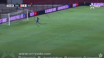شاهد هدف من منتصف الملعب في مباراة الفتح الرباطي وأولمبيك آسفي