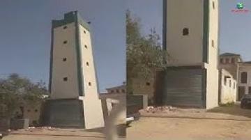غريب ..صومعة مسجد جعلوا من أسفلها محلا تجاريا