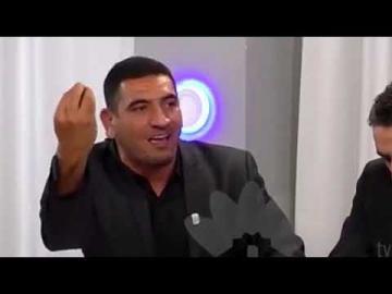 إعلامي جزائري : النظام الجزائري يقلد المغرب حتى في كتابة مواد الدستور