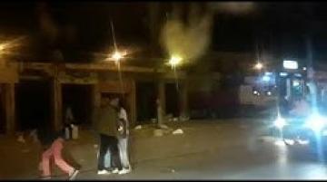 شاهد رجال الأمن ببني ملال يشلون حركة شاب يحمل سكين من الحجم الكبير