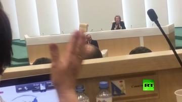 السيسي يطلب من أعضاء مجلس الاتحاد الروسي التصفيق