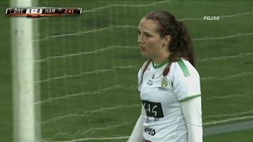 بسبب هذه اللقطات لا يجب على النساء لعب كرة القدم !!