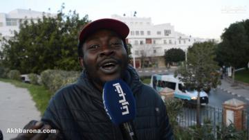 """""""أبوبكر"""" مهاجر أفريقي مستقر بالمغرب يتحدث """"اللهجة الشمالية"""" بطريقة طريفة"""