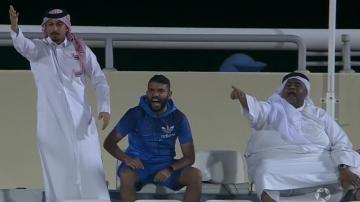 إيقاف مباراة في الدوري القطري بسبب مشادة كلامية بين لاعب و 3 مشجعين