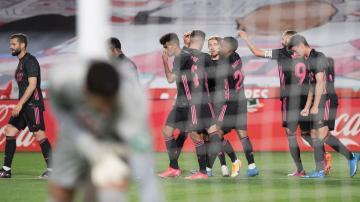 بالفيديو: ريال مدريد يسحق غرناطة برباعية ويواصل مطاردة الأتلتيكو