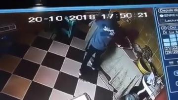 """تطوان : يستغل غياب أصحاب المحل داخل """"الفران"""" و يسرق هواتفهم"""