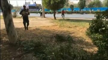 شاهد لحظة الهجوم على العرض العسكري في الأهواز الإيرانية …