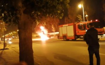 اندلاع حريق مهول بسيارة بين مرتيل وتطوان