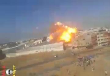 """لحظة انفجار خزان الغاز بمعمل ينتج """"لافابوات"""" ببئر الرامي الغربية مدينة القنيطرة"""