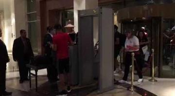 شاهد..دخول لاعبي المنتخب المغربي لفندق الإقامة بمصر الجديدة