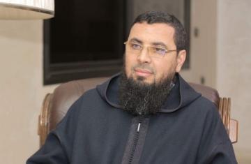"""بعد المساجد """"عصيد"""" يستهدف مكة ويدعي بأن """"مسيرات كورونا"""" عصيان سلفي وراءه خطباء الجمعة!"""