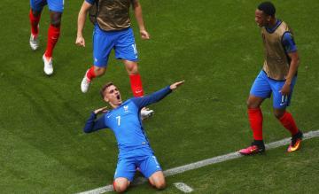 """بالفيديو: غريزمان يقود فرنسا لهزم ألمانيا في""""الأمم الأوروبية"""""""