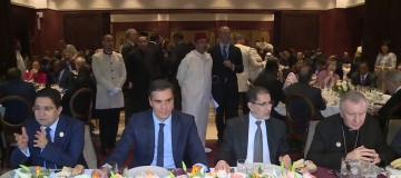 الملك  يقيم مأدبة غذاء على شرف المشاركين في مؤتمر مراكش