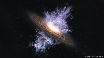 خلف ثقب أسود عملاق.. مفاجأة تثبت نظرية آينشتاين