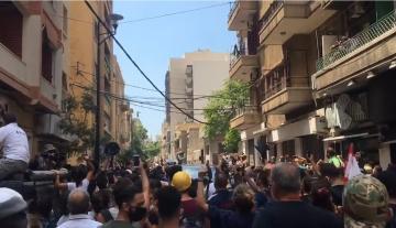 هتافات اللبنانيين والمطالبة بإسقاط النظام بعد حادث انفجار مرفأ بيروت