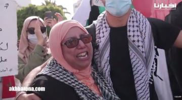 مغاربة يحتجون بالدار البيضاء تضامنا مع الشعب الفلسطيني وسيدة تبكي بحرقة بسبب ما يحدث بقطاع غزة