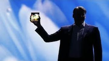 """سامسونغ تكشف عن مميزات هاتفها الجديد القابل للطي """"غالاكسي فولد""""…"""