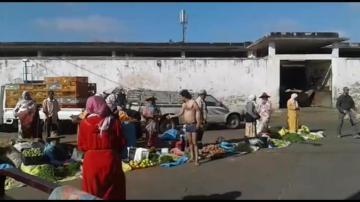 خطير: مشرمل يفرض إتاوات على الباعة المتجولين تحت التهديد بسوق الحرية بالقنيطرة