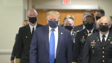 ترامب يضع قناعاً للمرّة الأولى منذ بدء أزمة فيروس كورونا