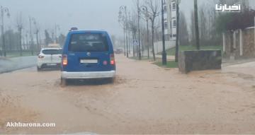 تساقطات مطرية غزيرة بتطوان تتسبب في فيضانات بشوارع المدينة