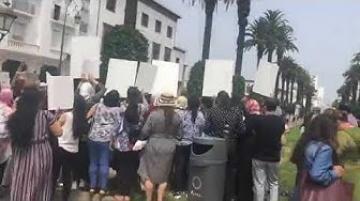 وقفة إحتجاجية لجمعيات نسوية احتجاجا على اغتصاب و تنكيل شابة بطريقة وحشية