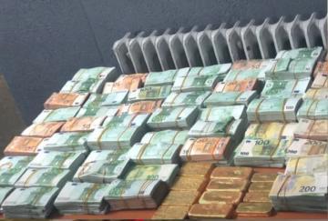 حجز 20 كيلوغراما من صفائح الذهب وأزيد من مليوني أورو بوجدة