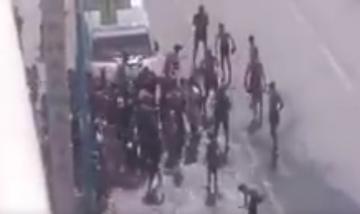 قمة التخلف والانحراف... قاصرون يدمرون أنبوب مياه مخصص لرجال المطافئ