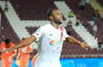 شاهد الهدف الرابع للكعبي في الدوري التركي واحتفاله بمولودته الجديدة