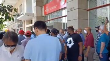 ازدحام كبير على وكالات الخطوط الملكية المغربية بفرنسا