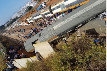 بالفيديو: اللقطات الأولى لحادث انقلاب قطار ببوقنادل