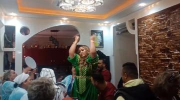 الشيخة طراكس في أول تعليق بعد ضجة مداهمة حفل خطوبتها بمراكش