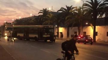 شاهد كيف يتم ايقاف حافلة في الدار البيضاء