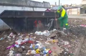 عامل نظافة يوجه رسالة الى المغاربة بسبب جائحة كورونا